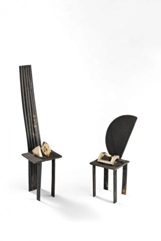 2 Goldringe auf Bronzestühlen